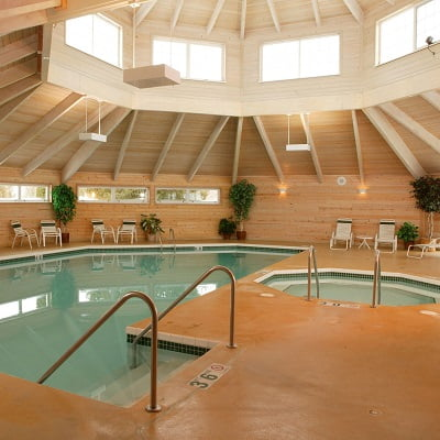 Door County Hotel With Jacuzzi