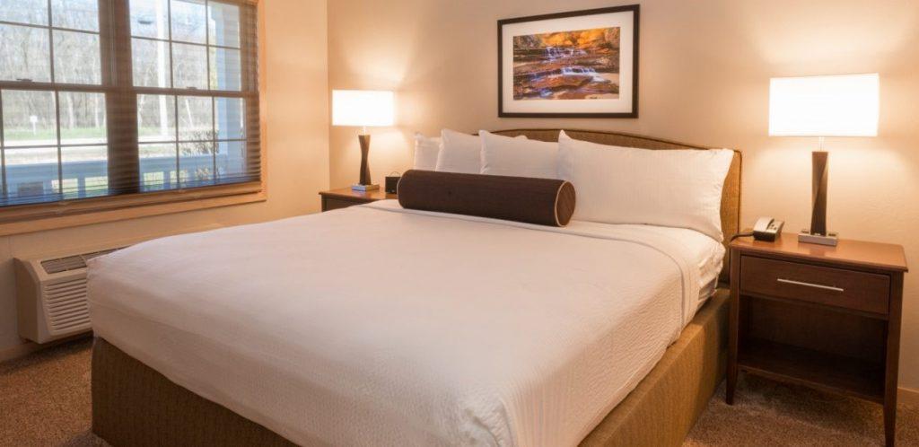 Grand Whirlpool Suite Bedroom